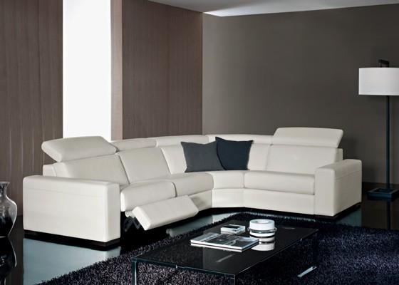 Kline - диван снабден с електрически или ръчен механизъм Relax за движение на възглавниците за сядане и обтягане