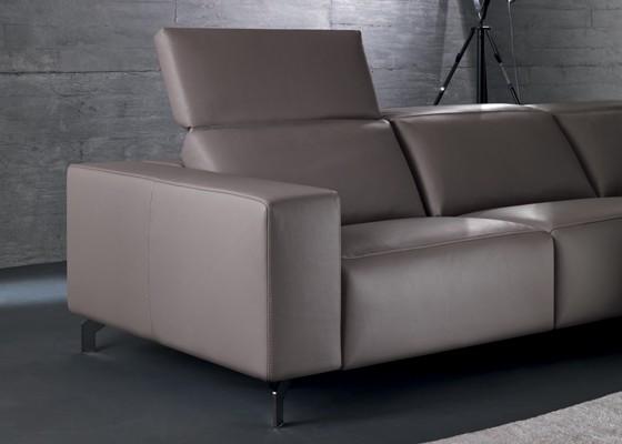 Диван Soho с електрически механизъм Relax за движение на възглавниците за сядане и облягане и на възглавницата за глава