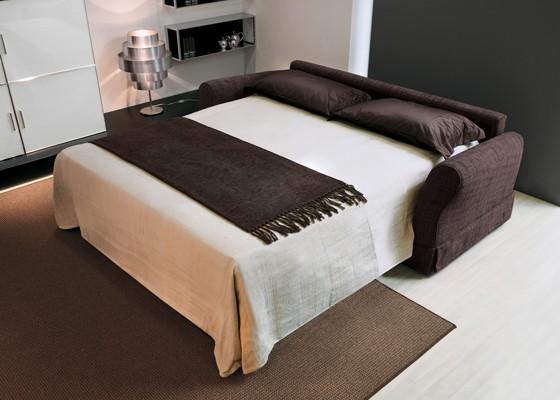 Здрава структура от стомана с подлакътници и гръб от масивна дървесина - диван спалня Aloa