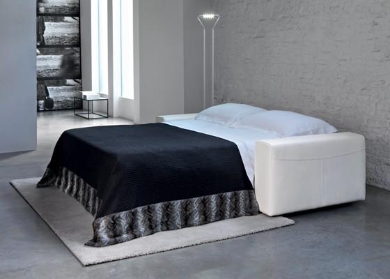 Разтегателен диван-спалня със структура от стомана, подлакътници и гръб от масивна дървесина