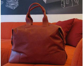 Чанта от естествена кожа в магазин Divanidea