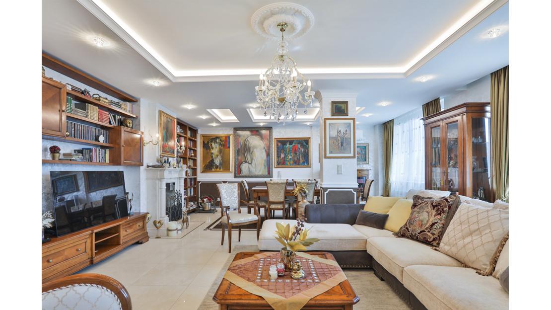 Classic Interior for Connoisseurs image